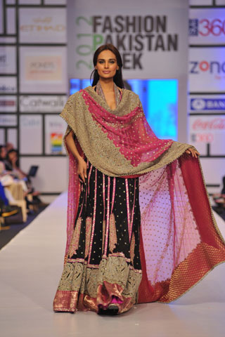 Fashion Pakistan Week 2012 By Umar Sayeed Latest