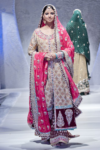 Pakistan Bridal Fashion Week Collection At London By Zainab Sajid Latest Pakistan Fashion